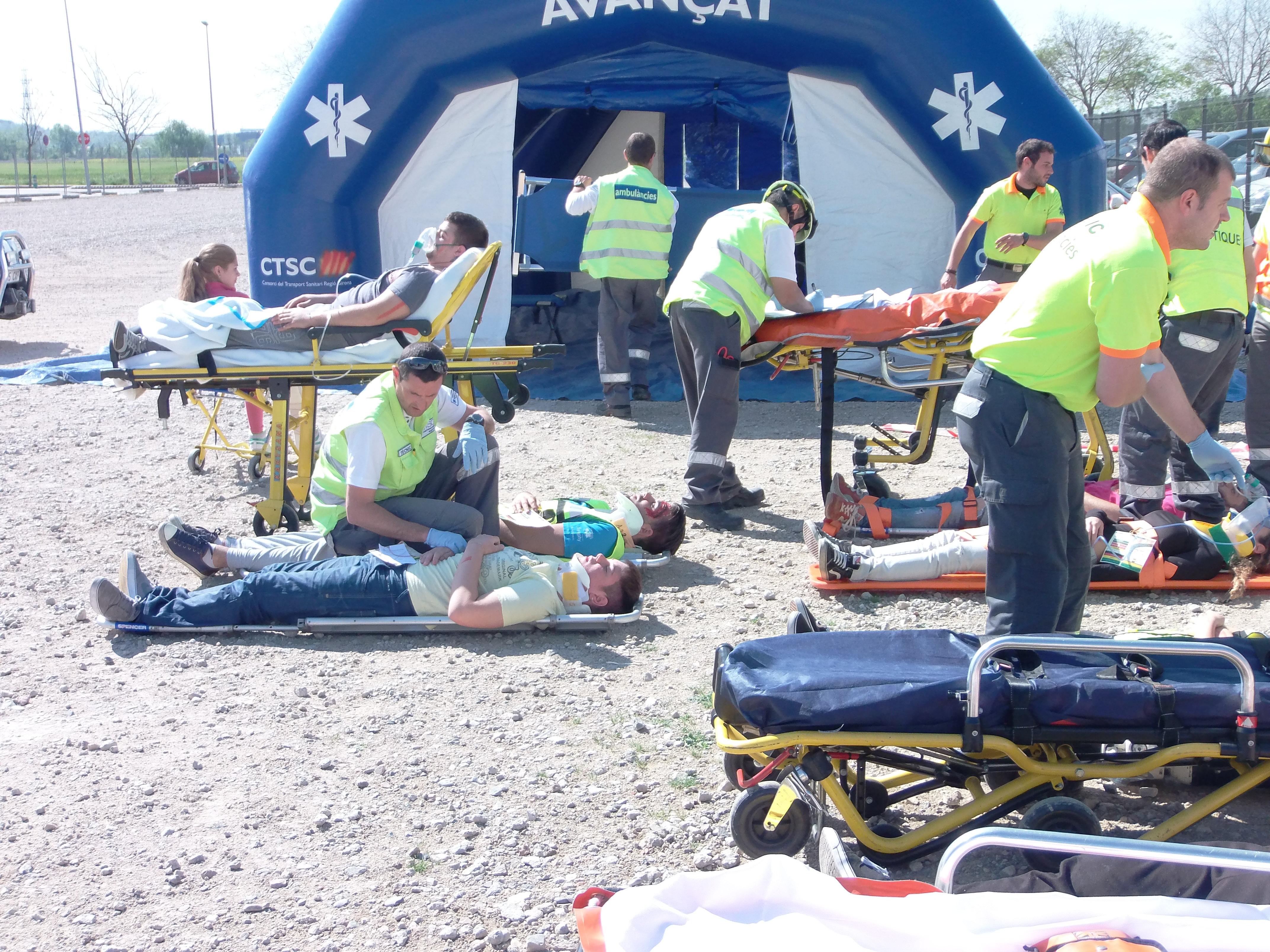 Els alumnes de 2n curs de TES realitzen un simulacre d'accident amb múltiples víctimes