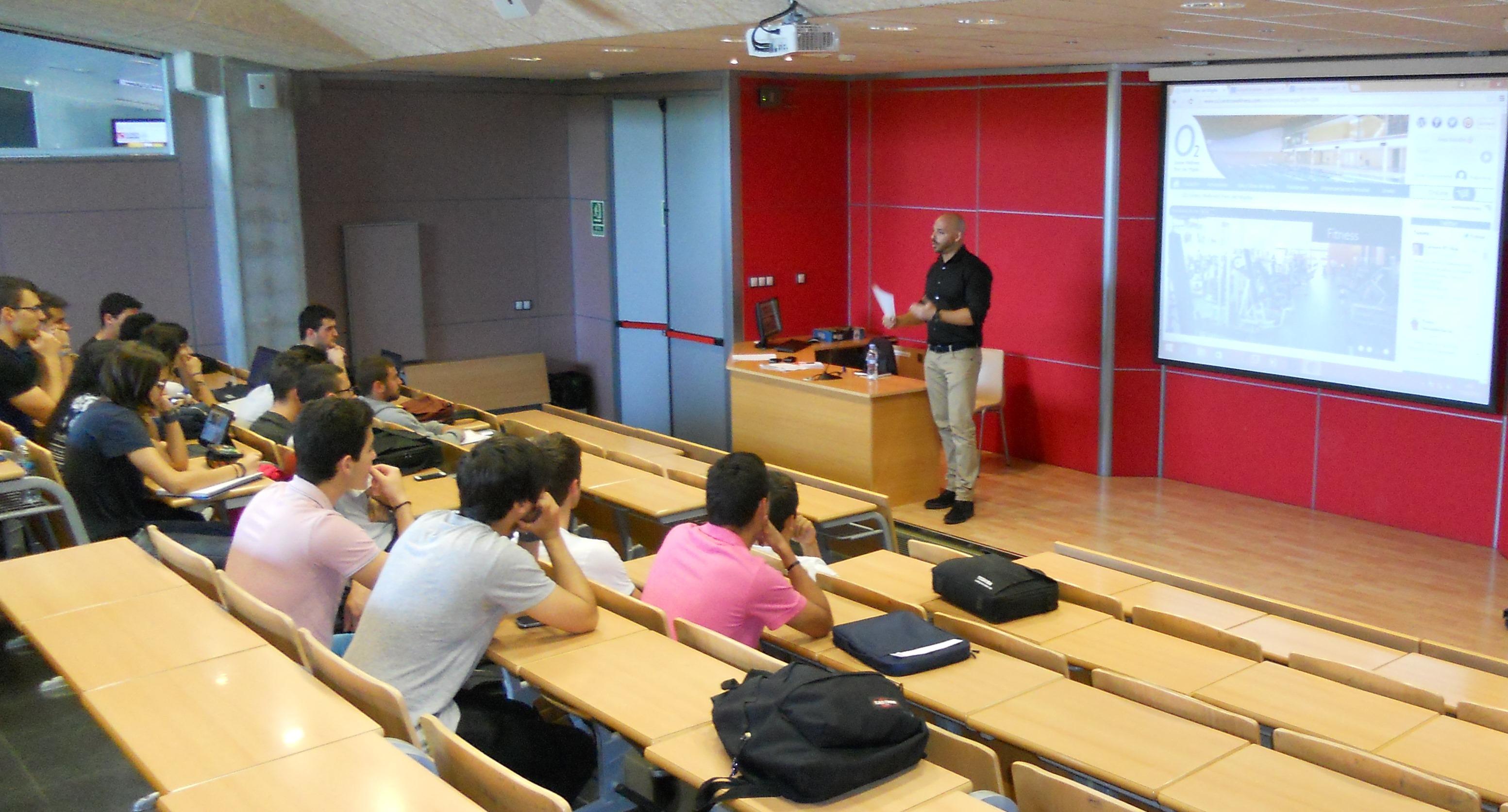 El director de O2 Centre Wellness Girona imparteix una sessió als alumnes de 2n de CAFE