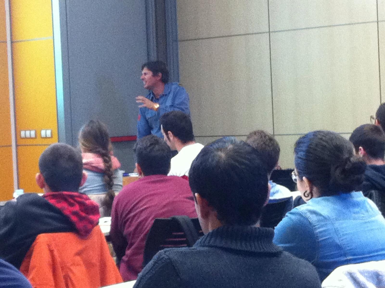Conferència als alumnes del cicle de TES del Sotsinspector i Cap de l'Àrea d'Opercions a Girona dels bombers de la Generalitat