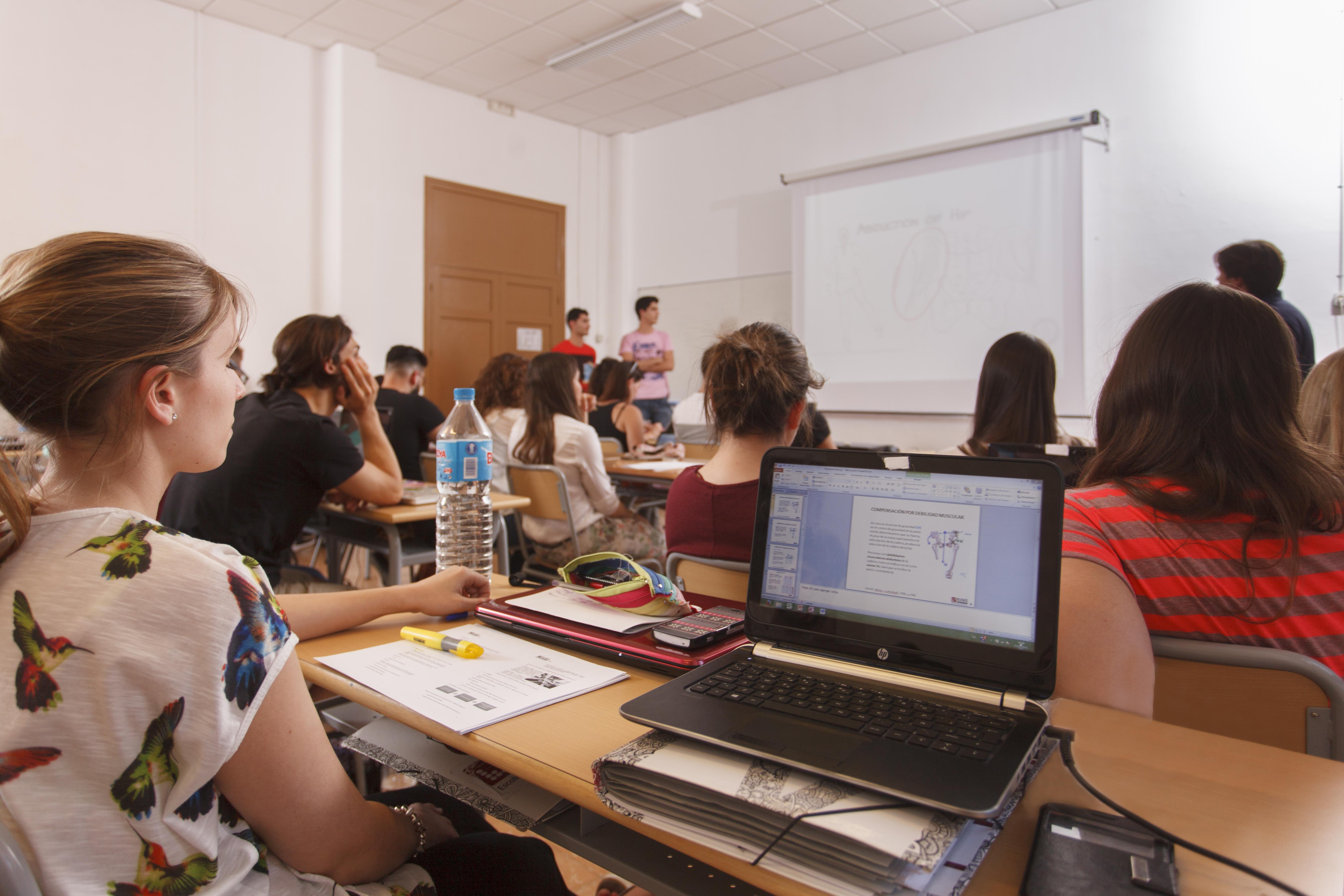 Sabies que al Grau en Fisioteràpia d'EUSES-URV s'introdueix progressivament l'anglès per millorar la teva inserció laboral?