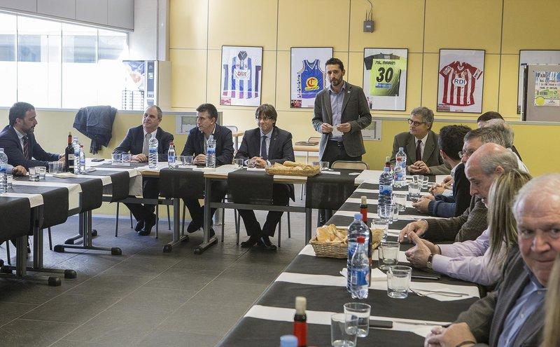 El president de la Generalitat, Carles Puigdemont, i el Consell d'Alcaldes del Gironès, es reuneixen en un dinar de treball a EUSES-UdG