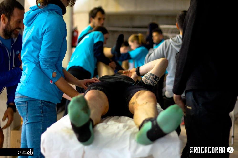 Una vintena d'alumnes del Grau en Fisioteràpia d'EUSES recuperen els esportistes de la Trail Rocacorba