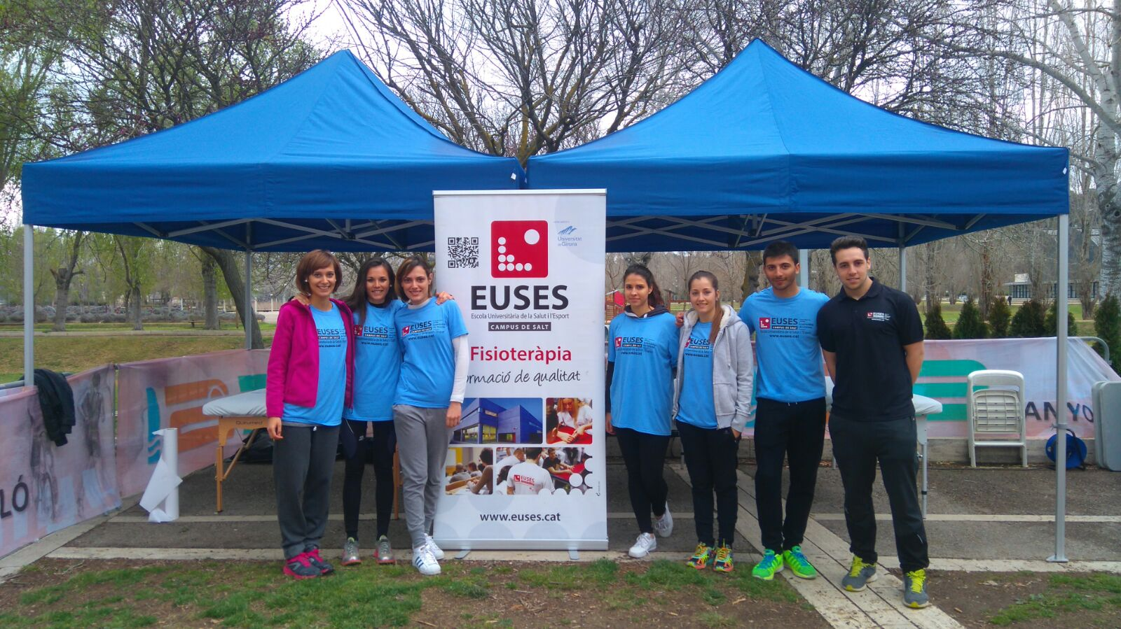 Alumnes del Grau en Fisioteràpia d'EUSES recuperen els esportistes de la Duatló de Banyoles