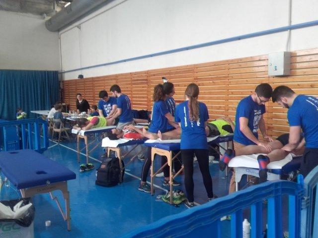 Estudiants del Grau en Fisioteràpia d'EUSES recuperen els participants del Marató Run Festival