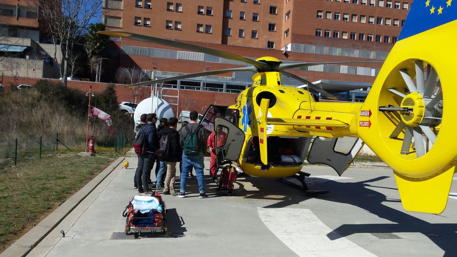 Els alumnes de 1r curs del cicle formatiu de TES visiten l'heliport de l'hospital Josep Trueta de Girona