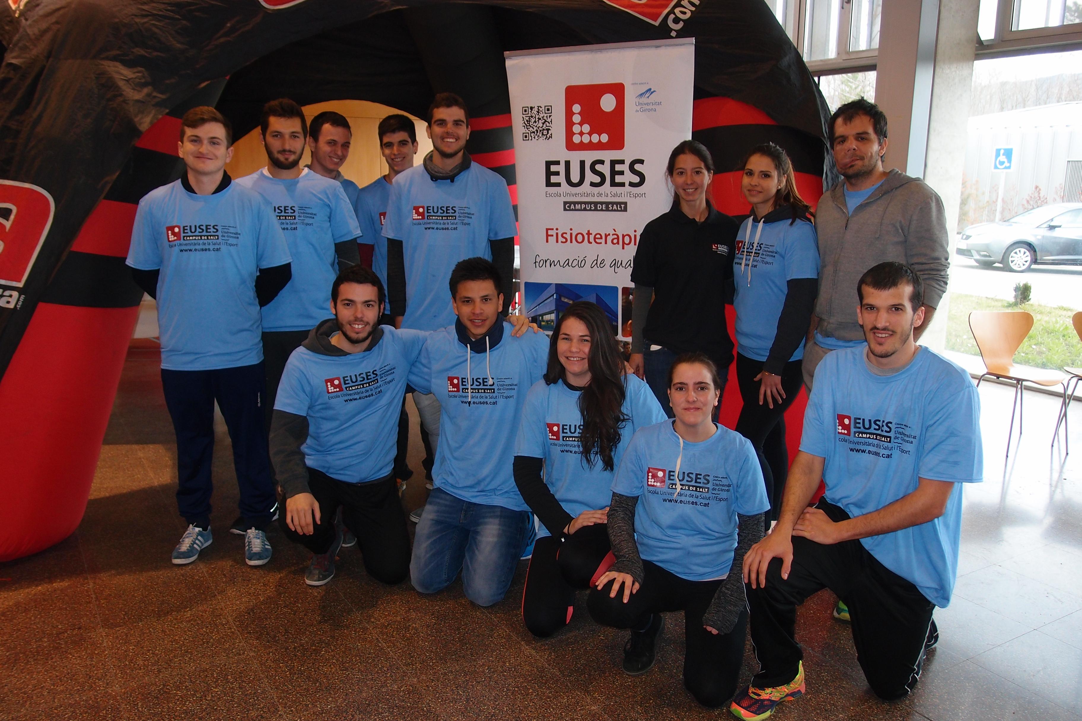 Tretze alumnes del Grau en Fisioteràpia d'EUSES recuperen els participants de la Volcanolímits
