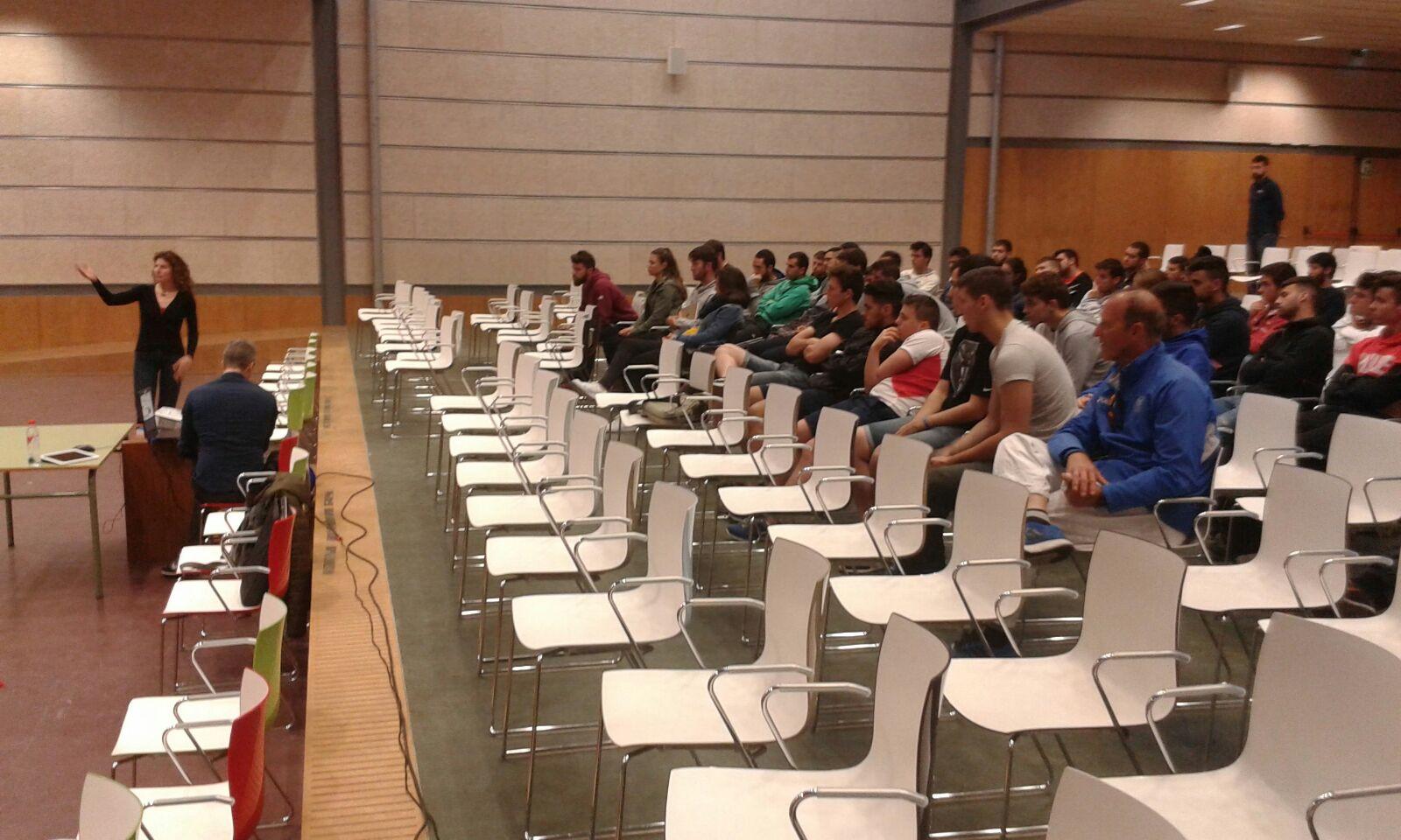 Xerrada a EUSES Terres de l'Ebre-URV sobre l'activitat física i el càncer per als alumnes de CAFE