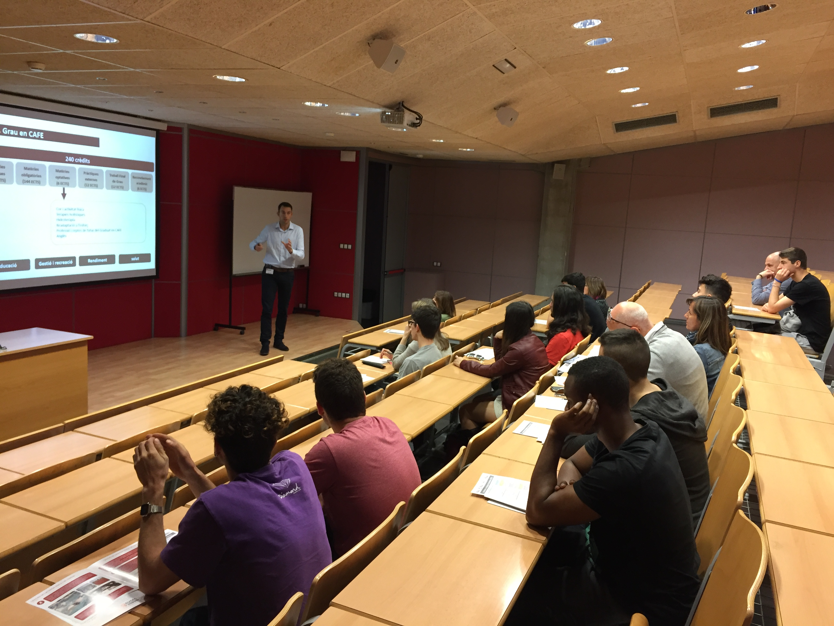 """Cursos d'estiu sobre """"Eines d'optimització de l'entrenament en etapes de formació"""" organitzats per EUSES CAFE i la Càtedra d'Esport de la UdG"""