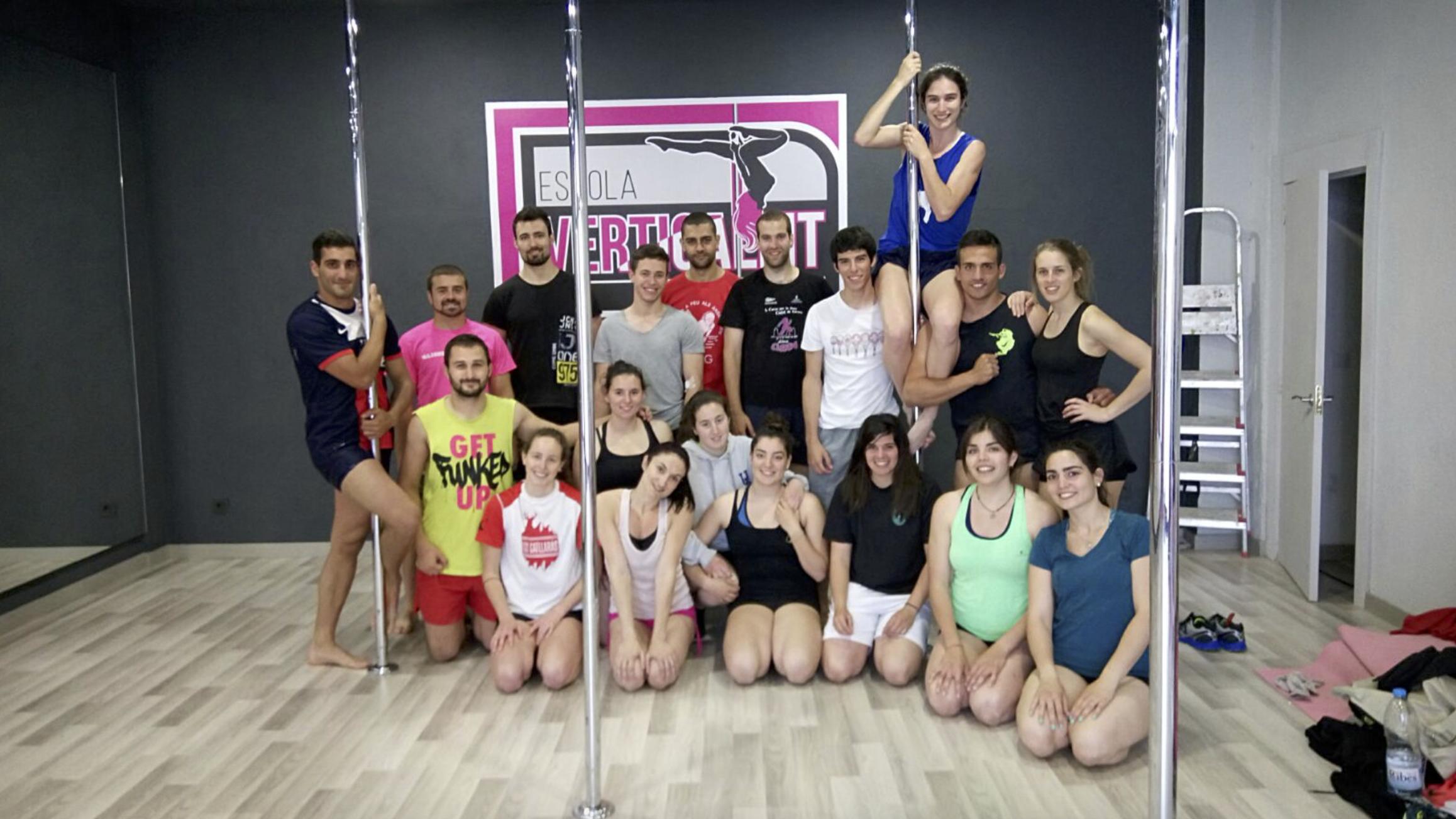 Els alumnes de 3r curs de CAFE d'EUSES visiten l'Escola Verticalfit de Salt i s'endinsen en la disciplina del pole fitness