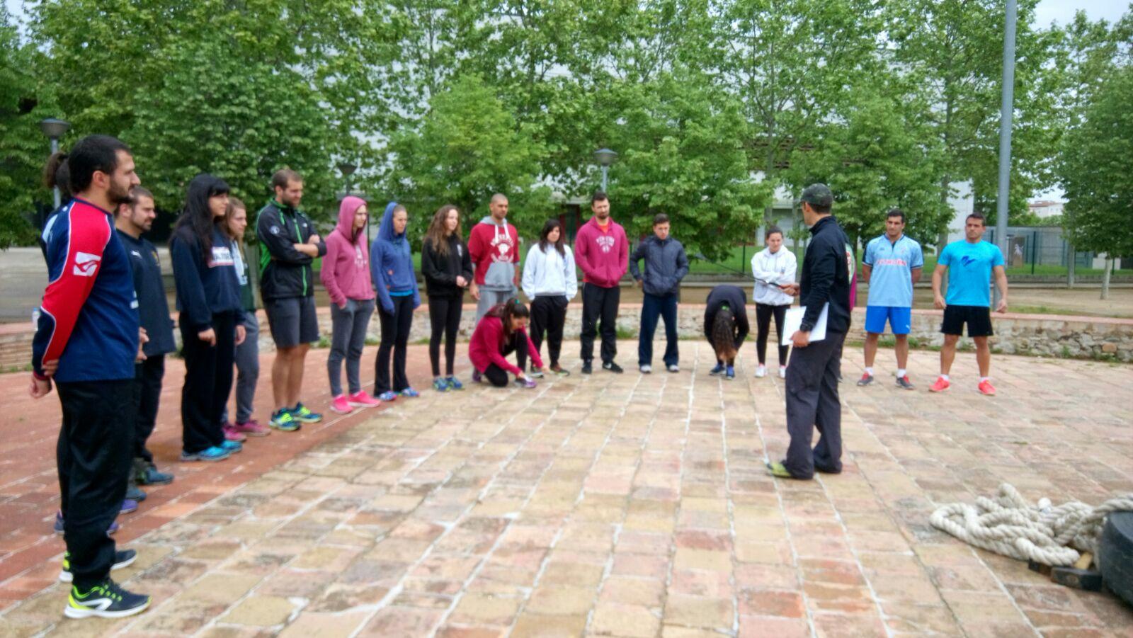 Xavi Garcia (Fitness Integral) realitza una classe de Bootcamp als alumnes de 3r curs de CAFE de Noves Tendències