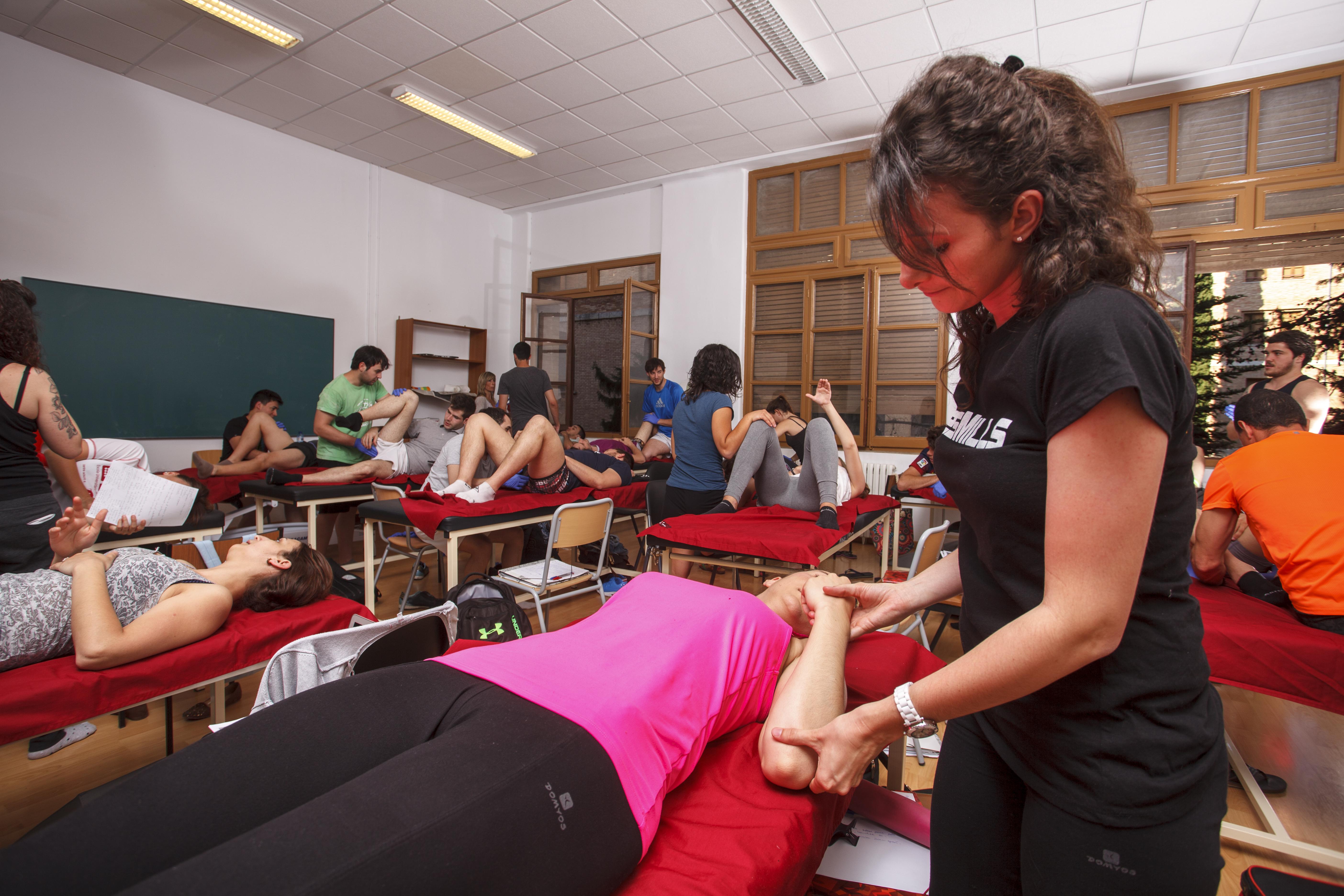 Forma't amb un equip docent de primer nivell, estudiant el Grau en Fisioteràpia a EUSES Terres de l'Ebre