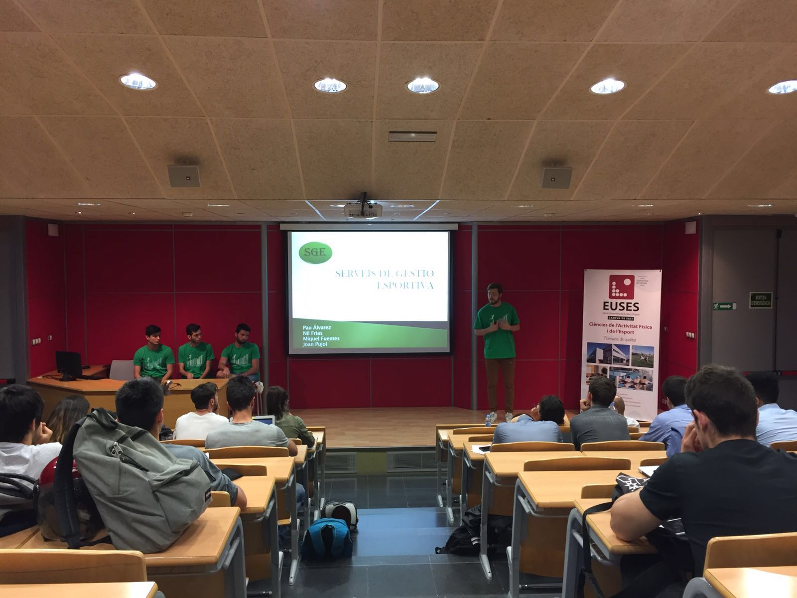 Els estudiants de l'assignatura de Disseny, Intervenció i Avaluació en l'Educació Física i l'Esport de 2n de CAFE  presenten els projectes