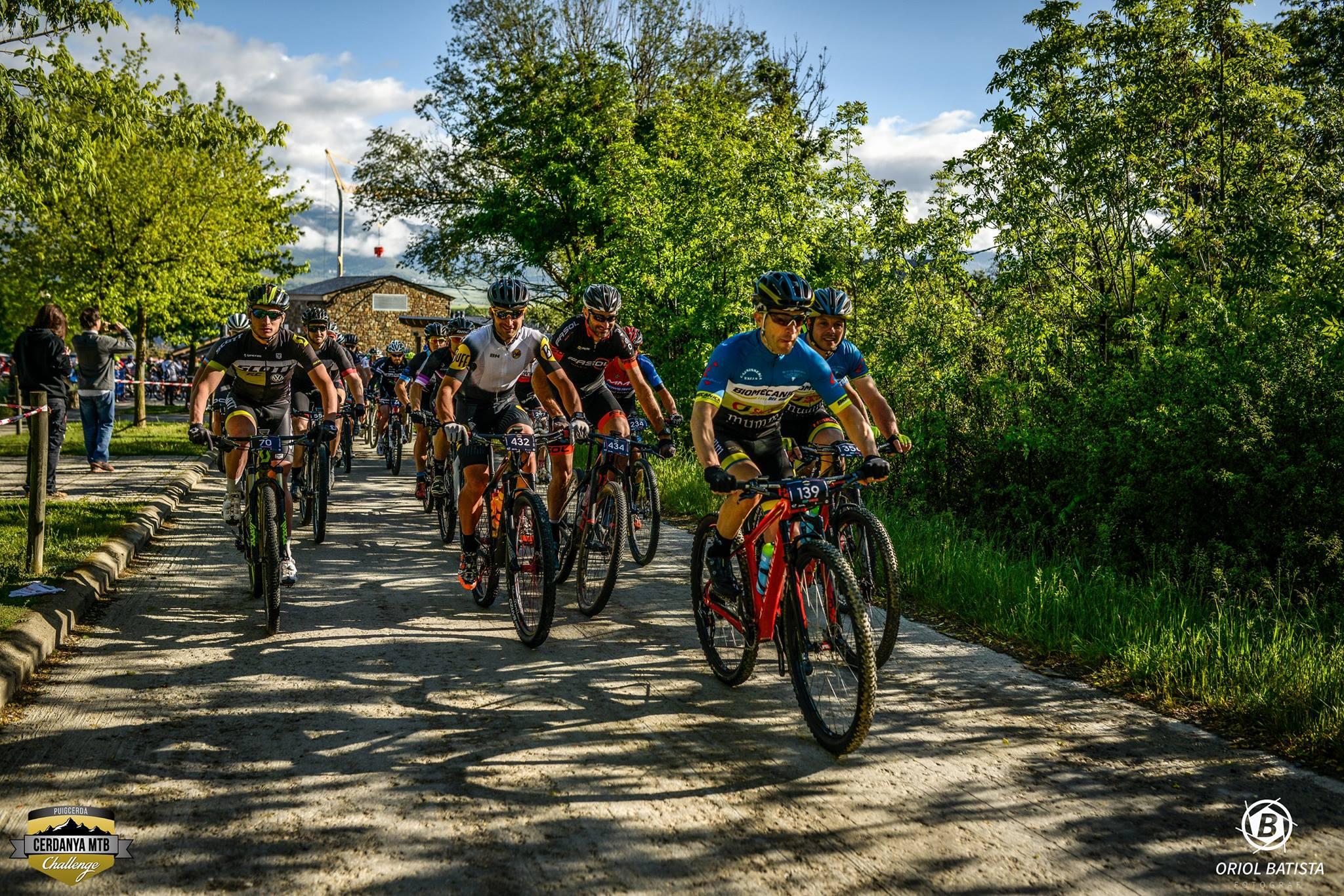 Alumnes del Grau en Fisioteràpia d'EUSES recuperen els ciclistes de la Cerdanya MTB Challenge