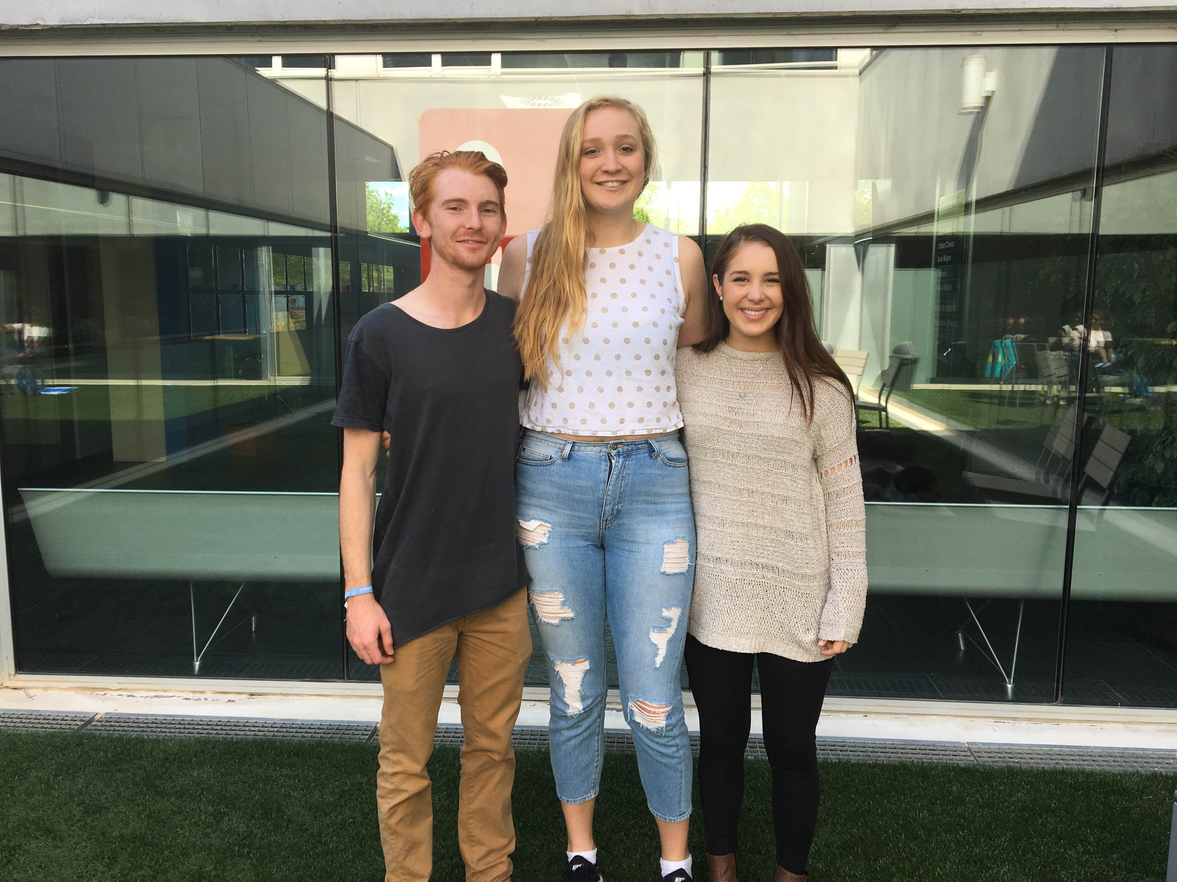 Tres estudiants australians de la James Cook University tanquen una estada de pràctiques a EUSES