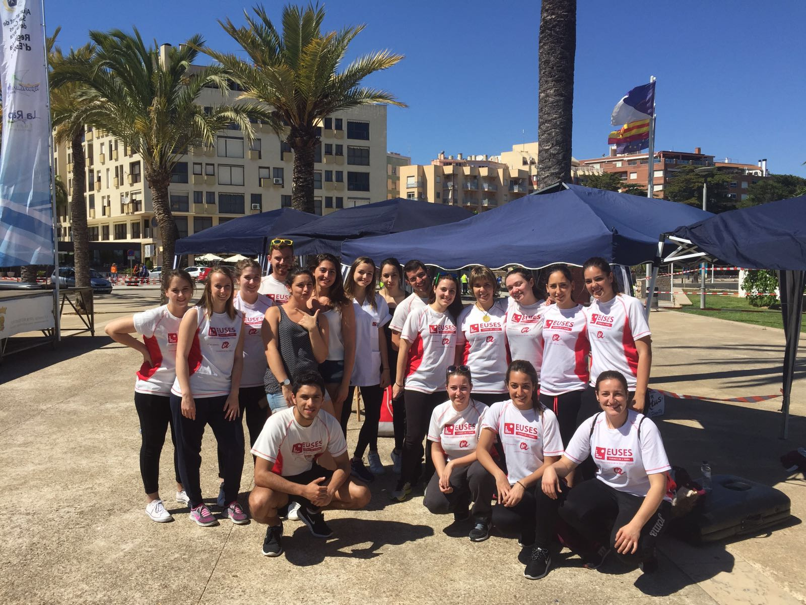 Els estudiants del Grau en Fisioteràpia d'EUSES TE-URV recuperen els esportistes de la Triatló Doble Olímpic Terres de l'Ebre