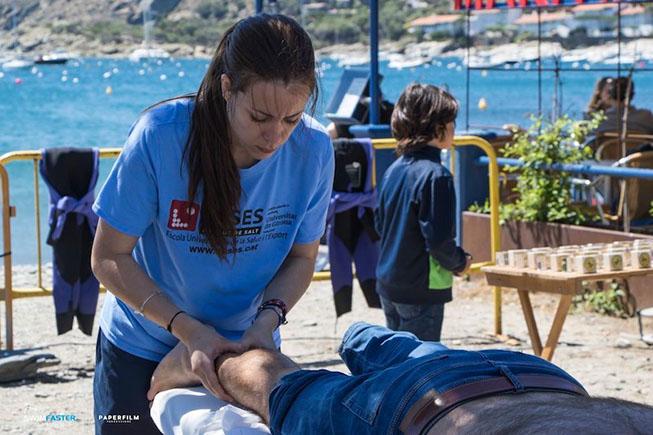 L'Escola Universitària de la Salut i l'Esport completa els voluntariats d'estiu amb la Swim Fighters de Colera