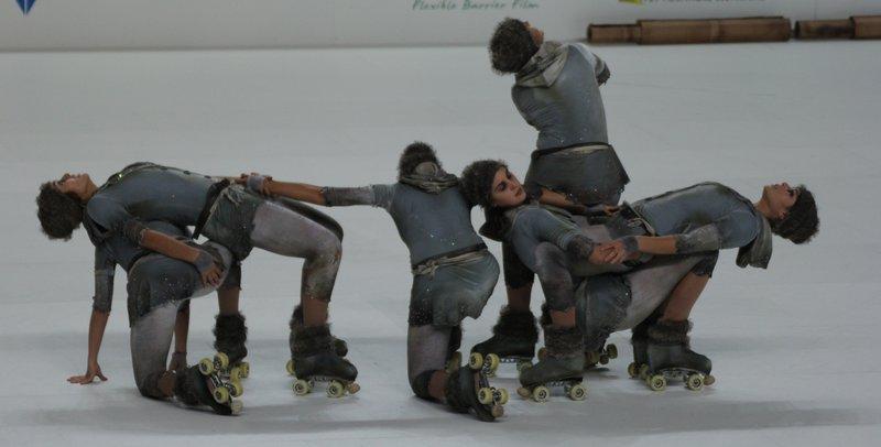 Protagonisme del Centre Privat Garbí i d'EUSES amb el CPA Olot i CPA Girona en l'èxit al campionat del món de patinatge artístic en grups de xou grans, a Novara