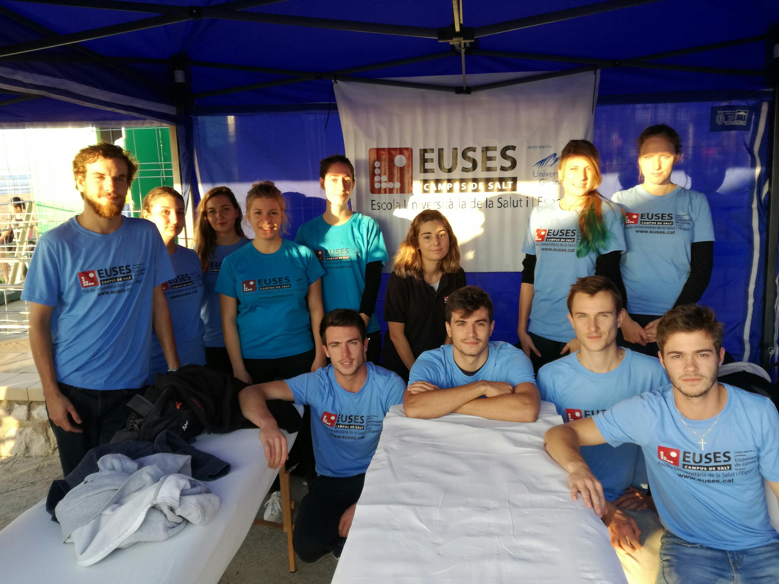 Alumnes del Grau en Fisioteràpia d'EUSES recuperen els participants del Triatló de Vilanova i la Geltrú