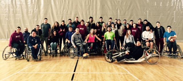 Alumnes de 3r de CAFE i de 4t de Fisioteràpia d'EUSES-URV participen en la 2a Jornada d'Esports Adaptats amb l'Associació de Persones amb Discapacitat Cocemfe Maestrat