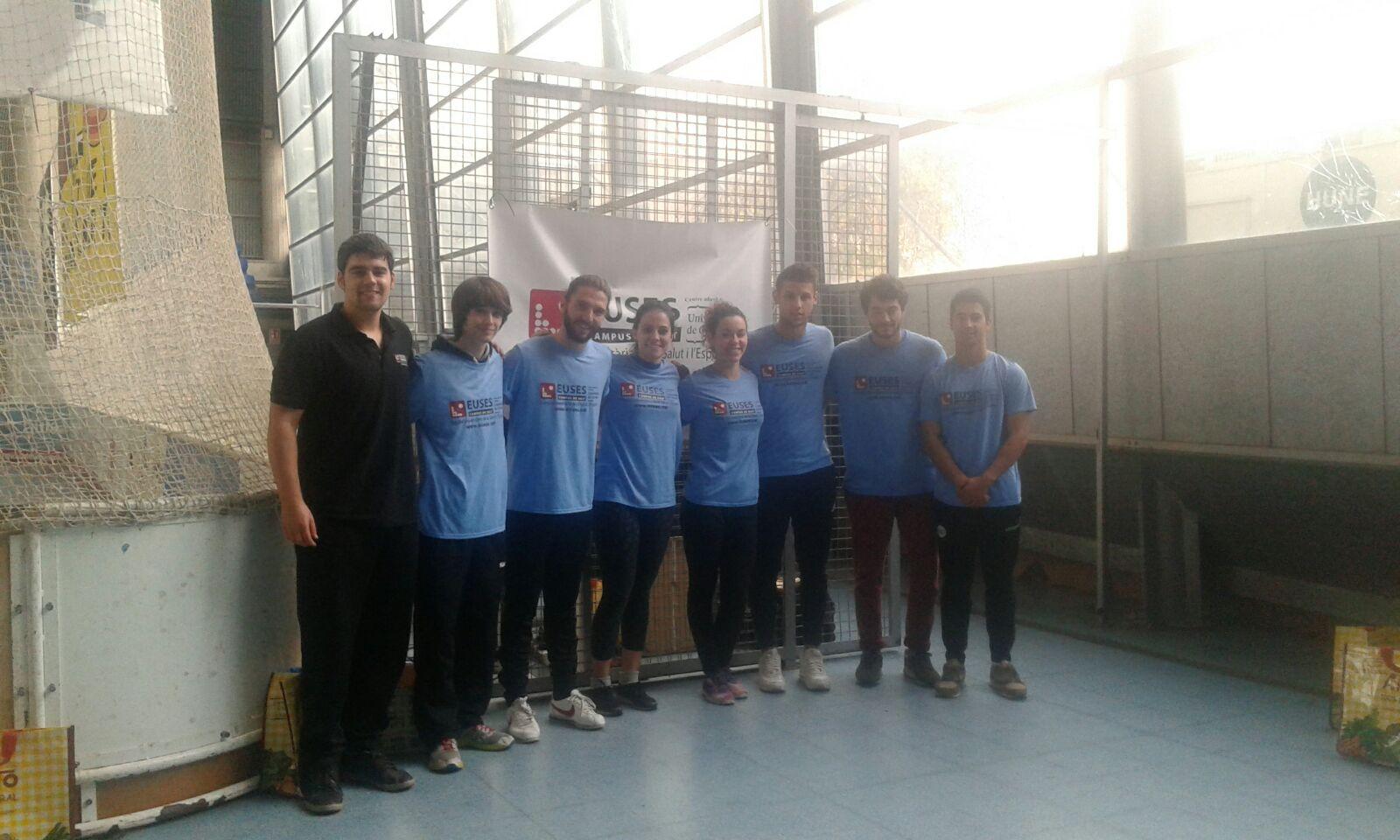 Estudiants del Grau en Fisioteràpia d'EUSES recuperen els participants de la Mitja Marató de Mataró