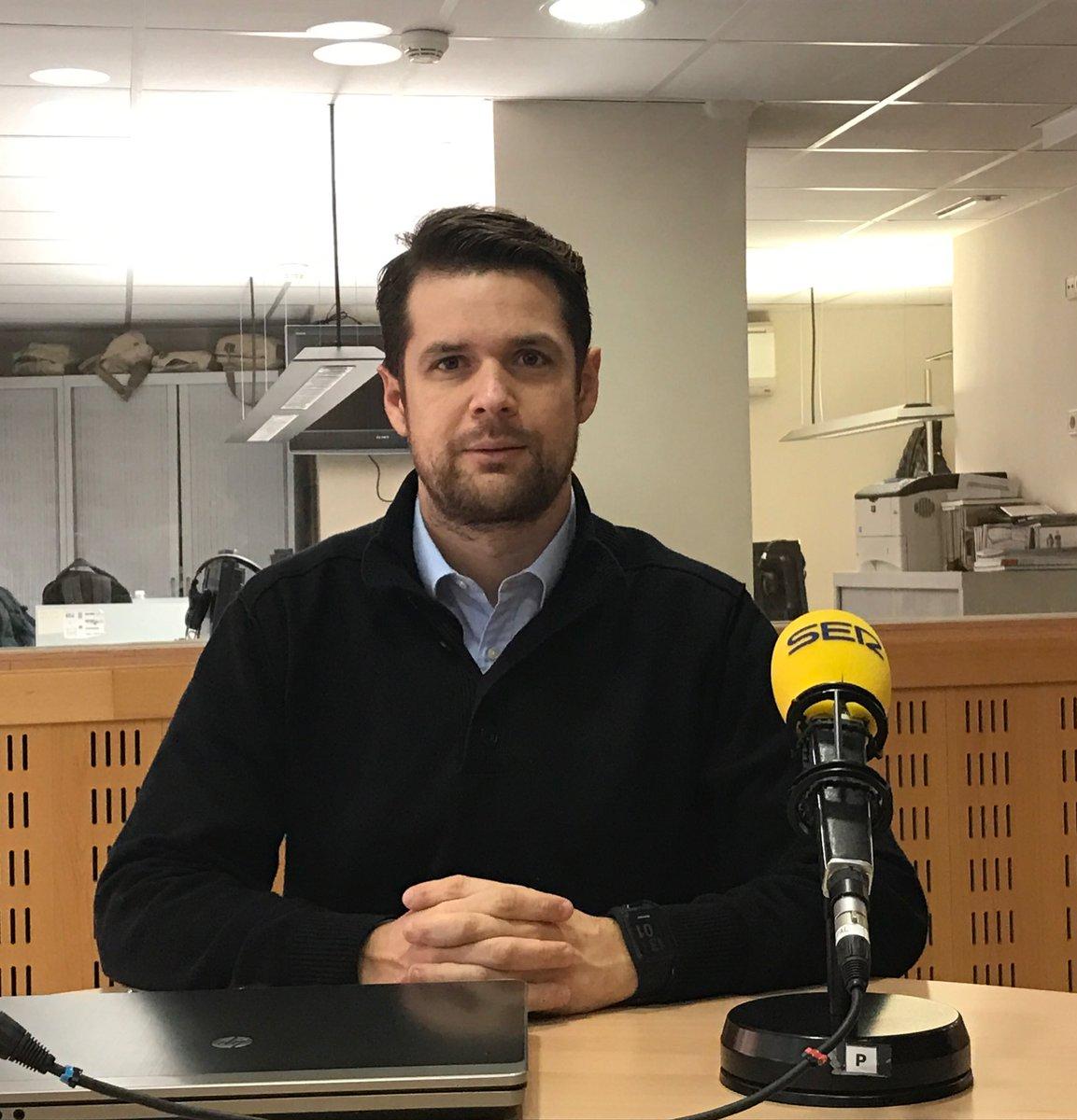 "Mariano Gacto, director del Grau en Fisioteràpia d'EUSES, parla en el programa ""Pensar en Benestar"" sobre la fisioteràpia a la tercera edat"
