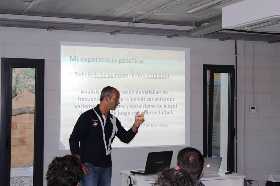 Pau Cecília, cap d'estudis de CAFE d'EUSES-URV, explica l'aventura americana del llançador de martell Cristian Ravar, a qui entrena