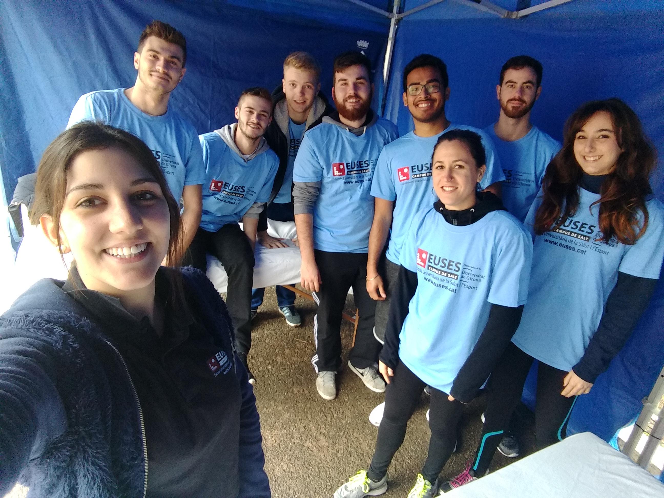 Estudiants del Grau en Fisioteràpia d'EUSES recuperen els participants de la Duatló de Banyoles