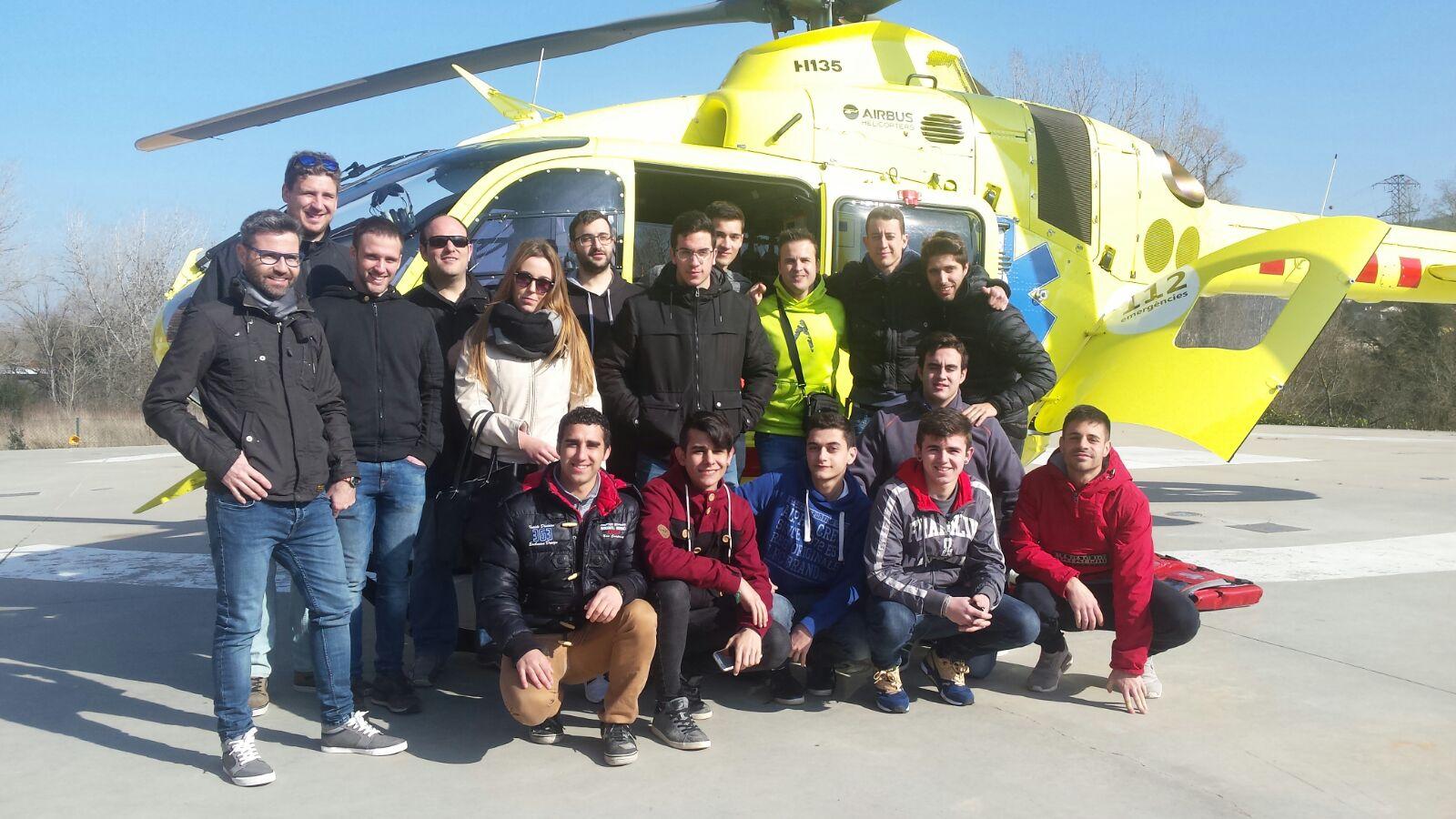 Activitat teòrico-pràctica dels alumnes del cicle d'Emergències Sanitàries sobre el trasllat dels pacients amb mitjans aeris