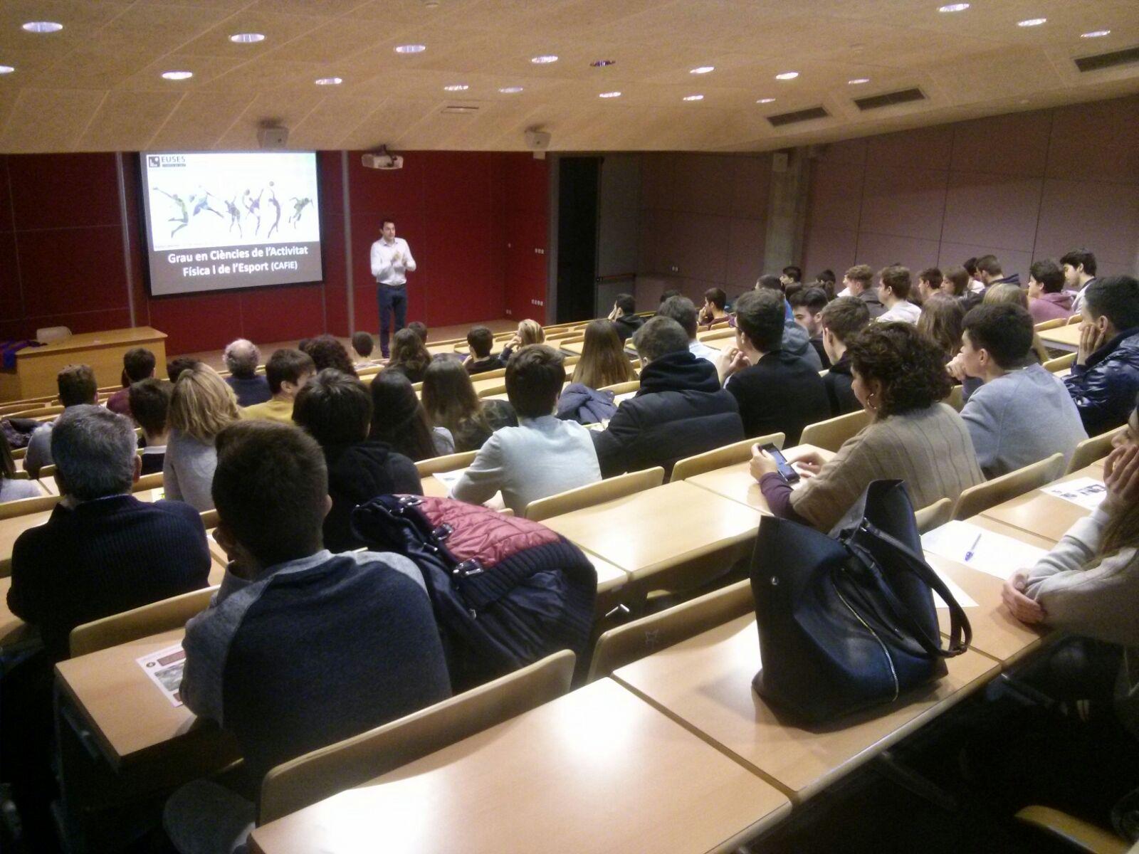 L'Escola Universitària de la Salut i l'Esport obre les portes del Campus de Salt per informar sobre els graus en CAFE i Fisioteràpia als estudiants