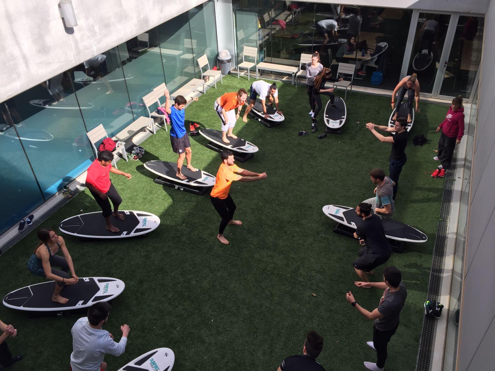 Els alumnes de 3r de CAFE d'EUSES experimenten el mètode d'entrenament Surfset Fitness dins l'assignatura de Noves Tendències