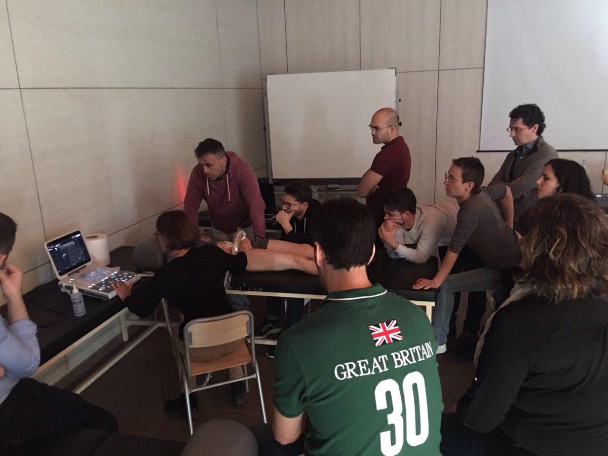 La Dra. Montserrat Bellver i el Dr. Ramon Valls imparteixen un curs d'ecografia múscul-esquelètica a l'Escola Universitària de la Salut i l'Esport