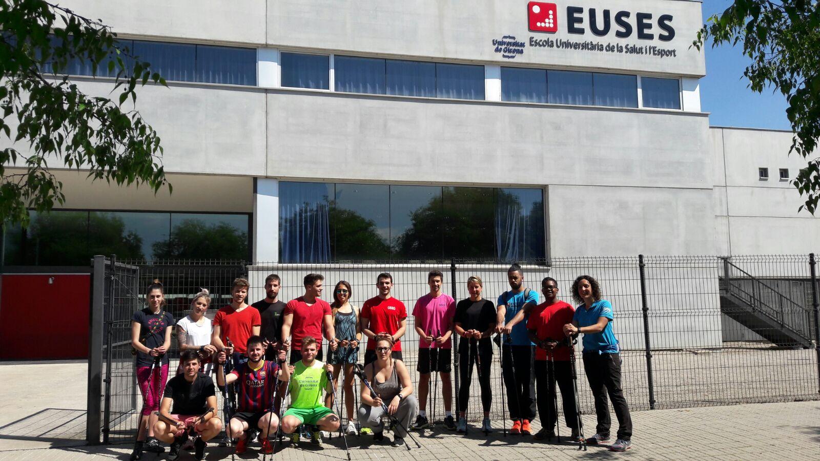 Sessió de Nordic Walking a càrrec de la instructora de marxa nòrdica Cristina Borràs per als alumnes de 3r curs del Grau en CAFE d'EUSES