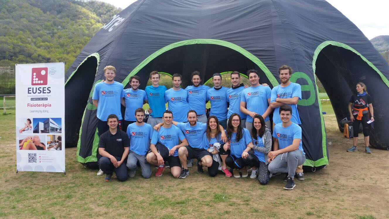 Alumnes del Grau en Fisioteràpia d'EUSES recuperen els esportistes de la Marató i Mitja Marató de muntanya Romanic Extrem