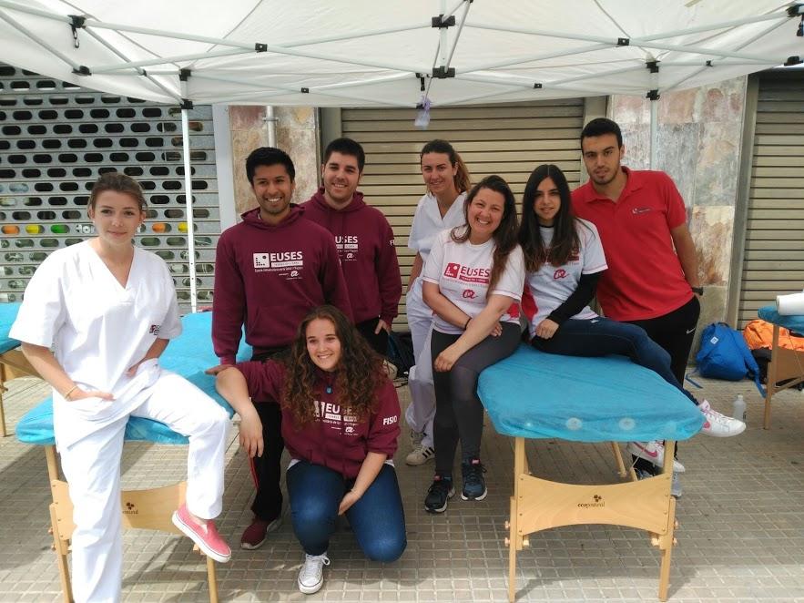 Set estudiants del Grau en Fisioteràpia d'EUSES-Terres de l'Ebre recuperen els participants de la cursa popular de Tortosa
