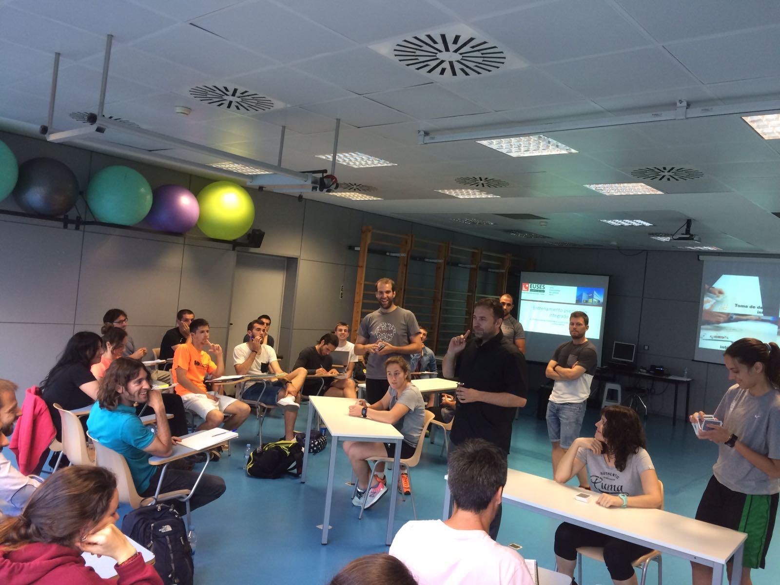 Realitzat a l'Escola Universitària de la Salut i l'Esport el Taller d'Entrenament Psicològic Integrat impartit pels professors Dr. Alexander Latinjak i Jordi Vicens