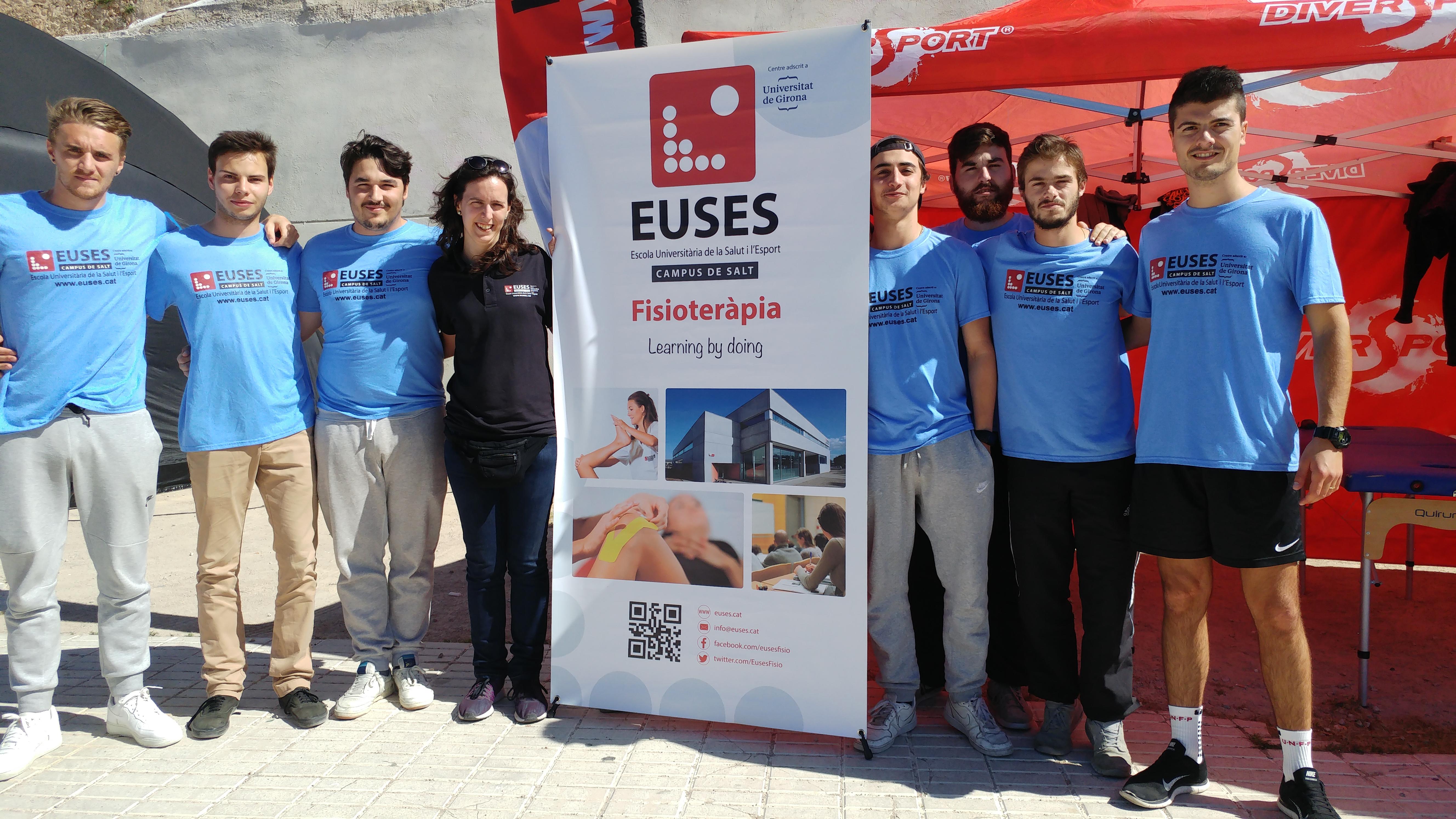 Els triatletes de la 100% Half d'Ametlla de Mar, en mans d'alumnes del Grau en Fisioteràpia d'EUSES