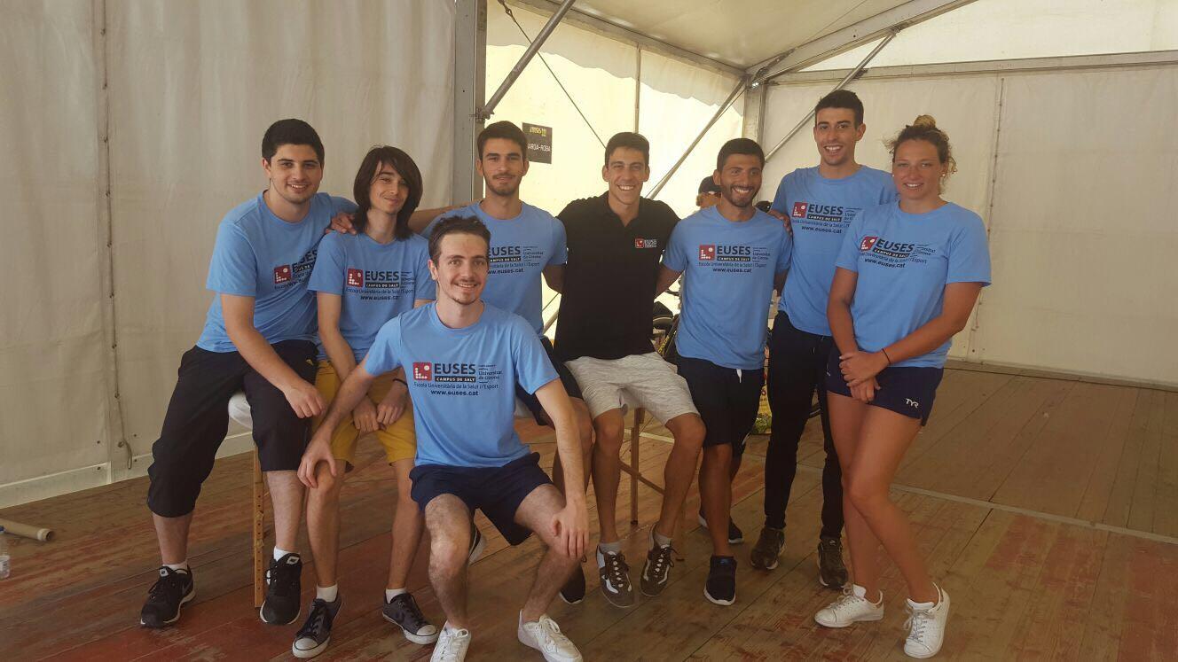 Alumnes del Grau en Fisioteràpia d'EUSES recuperen els participants de la Triatló de les Medes