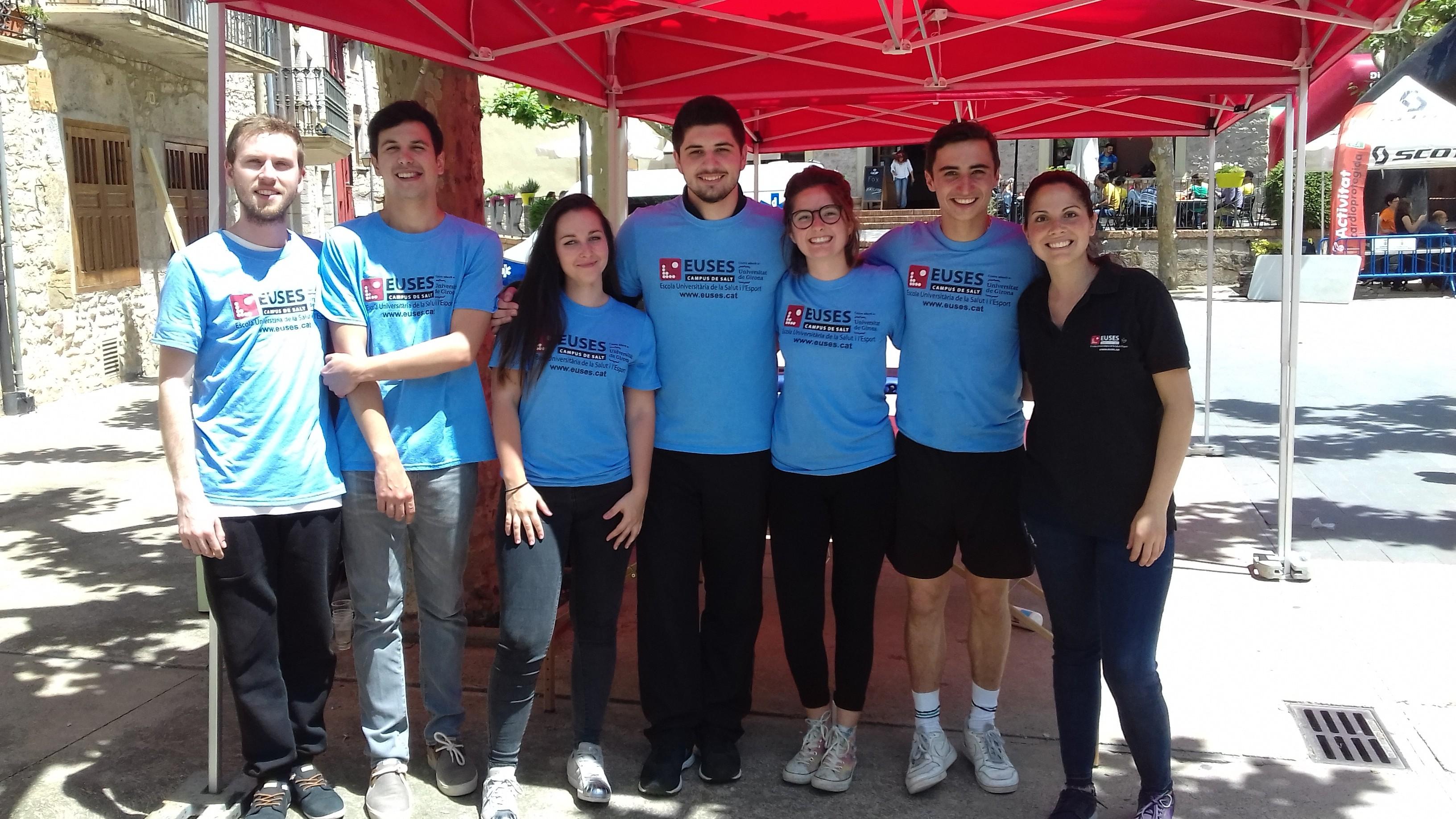 Estudiants del Grau en Fisioteràpia d'EUSES recuperen els participants de la 2a edició de la Fox Trail, a Sant Llorenç de la Muga