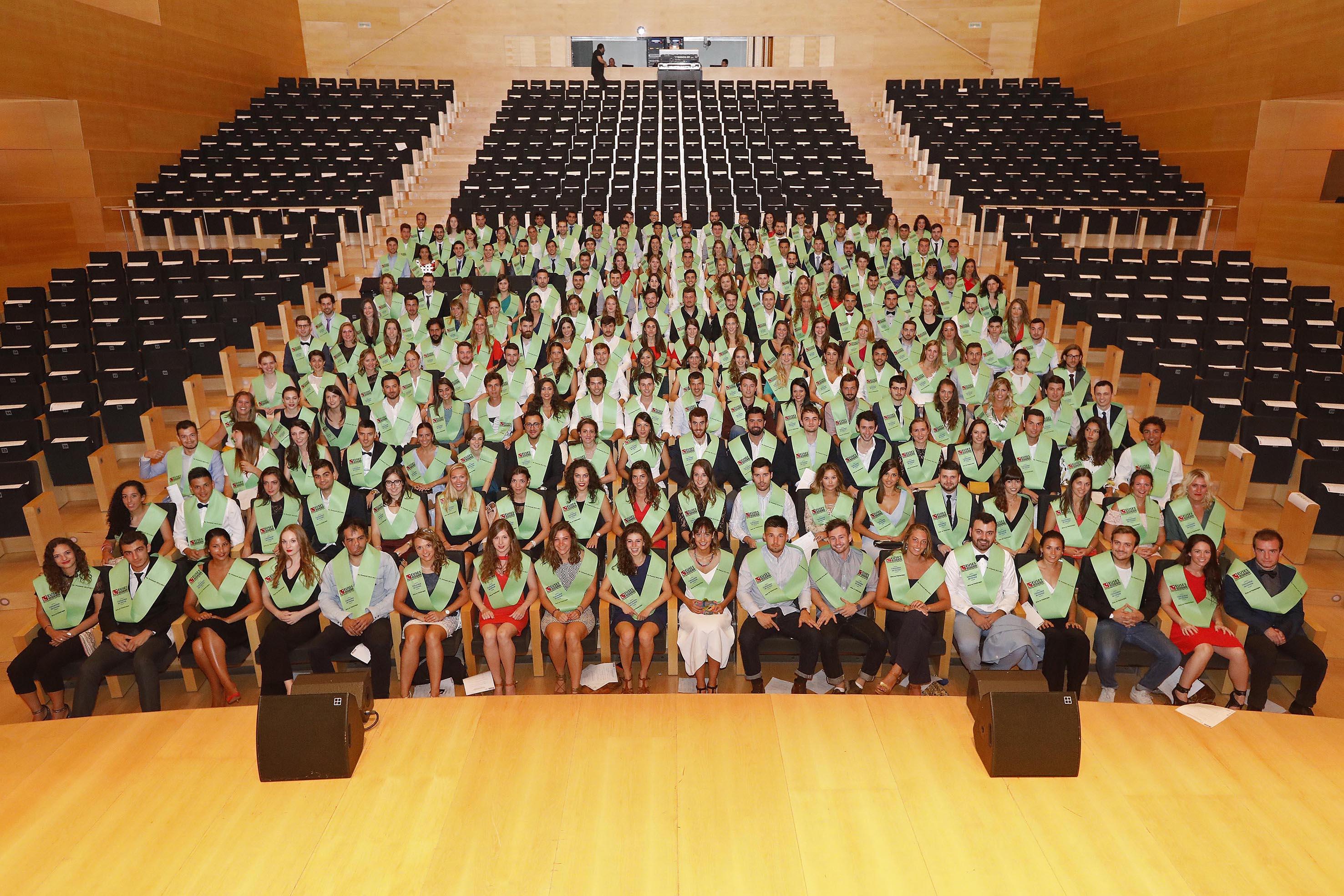 L'Auditori de Girona s'omple en l'acte de Graduació de les promocions 2013-2017 dels graus en Fisioteràpia i en Ciències de l'Activitat Física i l'Esport d'EUSES
