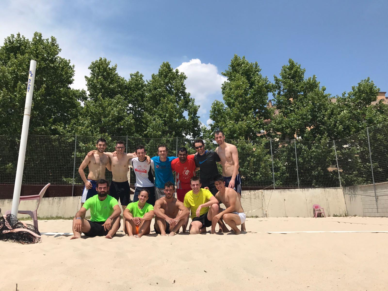 El professor de CAFE Pau Campos s'acomiada d'EUSES amb l'última classe de l'assignatura d'handbol per anar a dirigir un equip de la primera divisió romanesa