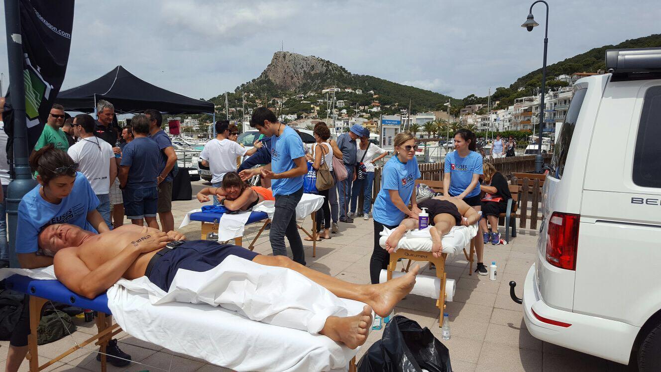 Estudiants del Grau en Fisioteràpia d'EUSES recuperen els nedadors de la Swim Estartit