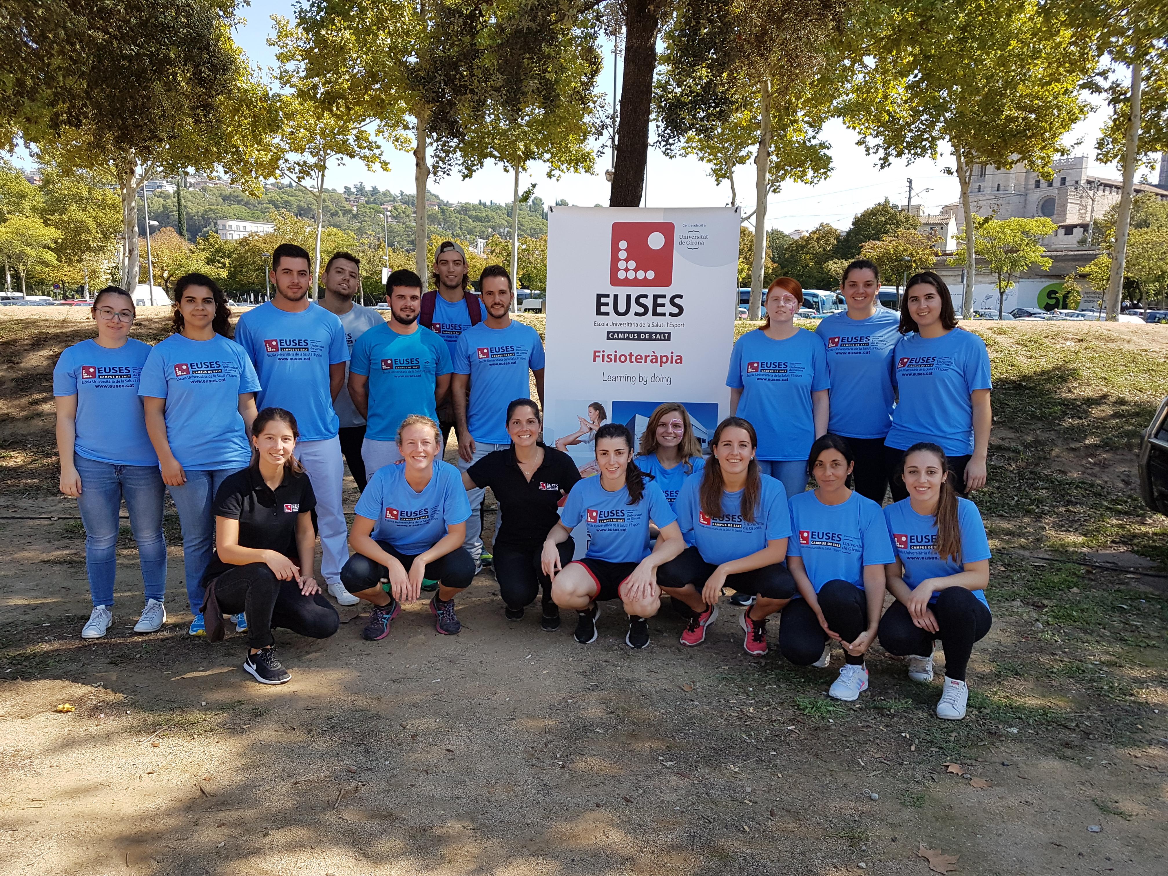 L'Escola Universitària de la Salut i l'Esport s'aboca amb una vintena de voluntaris en la Cursa de la Dona de Girona, que aplega més de 6.500 participants