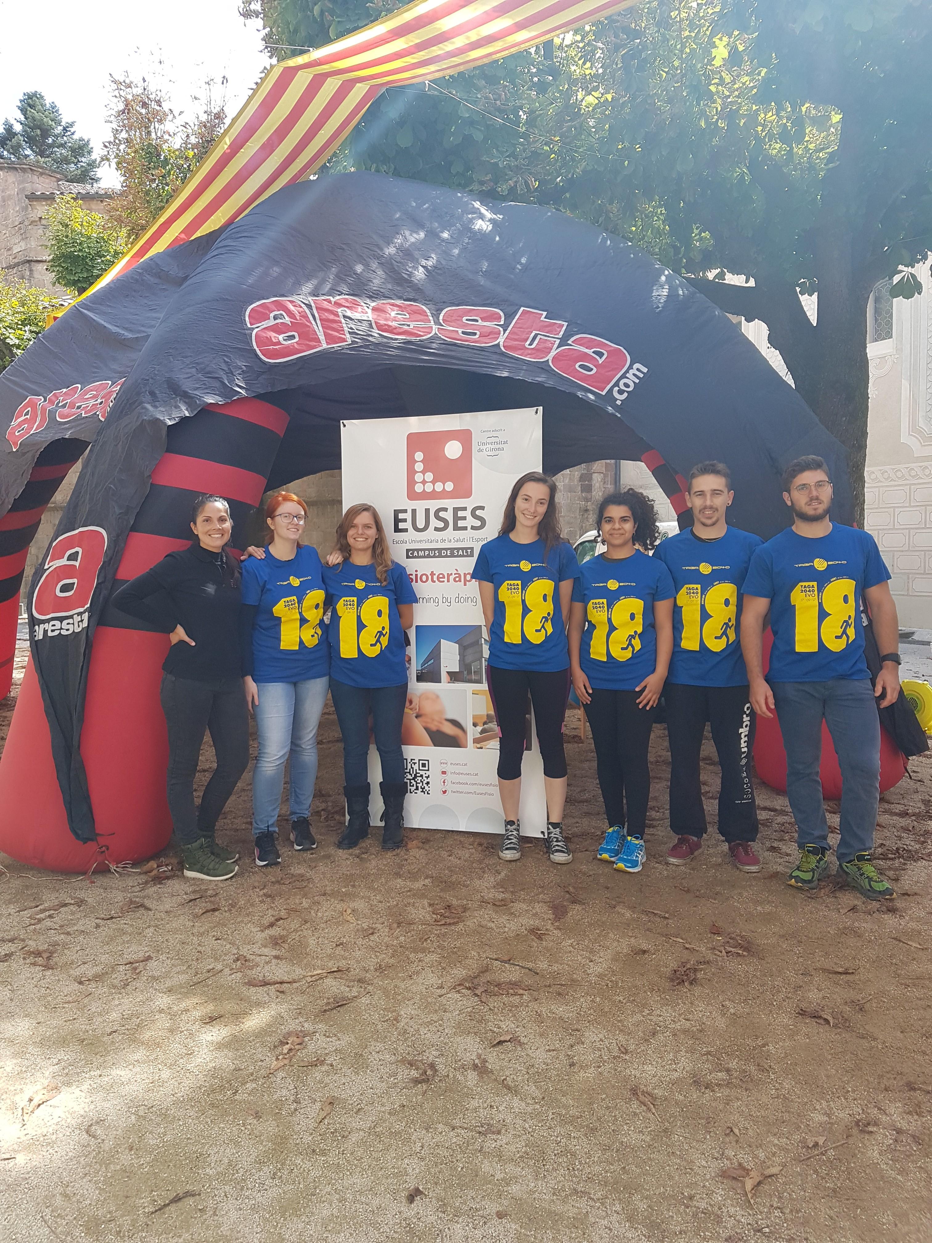 Estudiants del Grau en Fisioteràpia d'EUSES recuperen els participants de la cursa de munanya Taga Evo 2040, a Sant Joan de les Abadesses