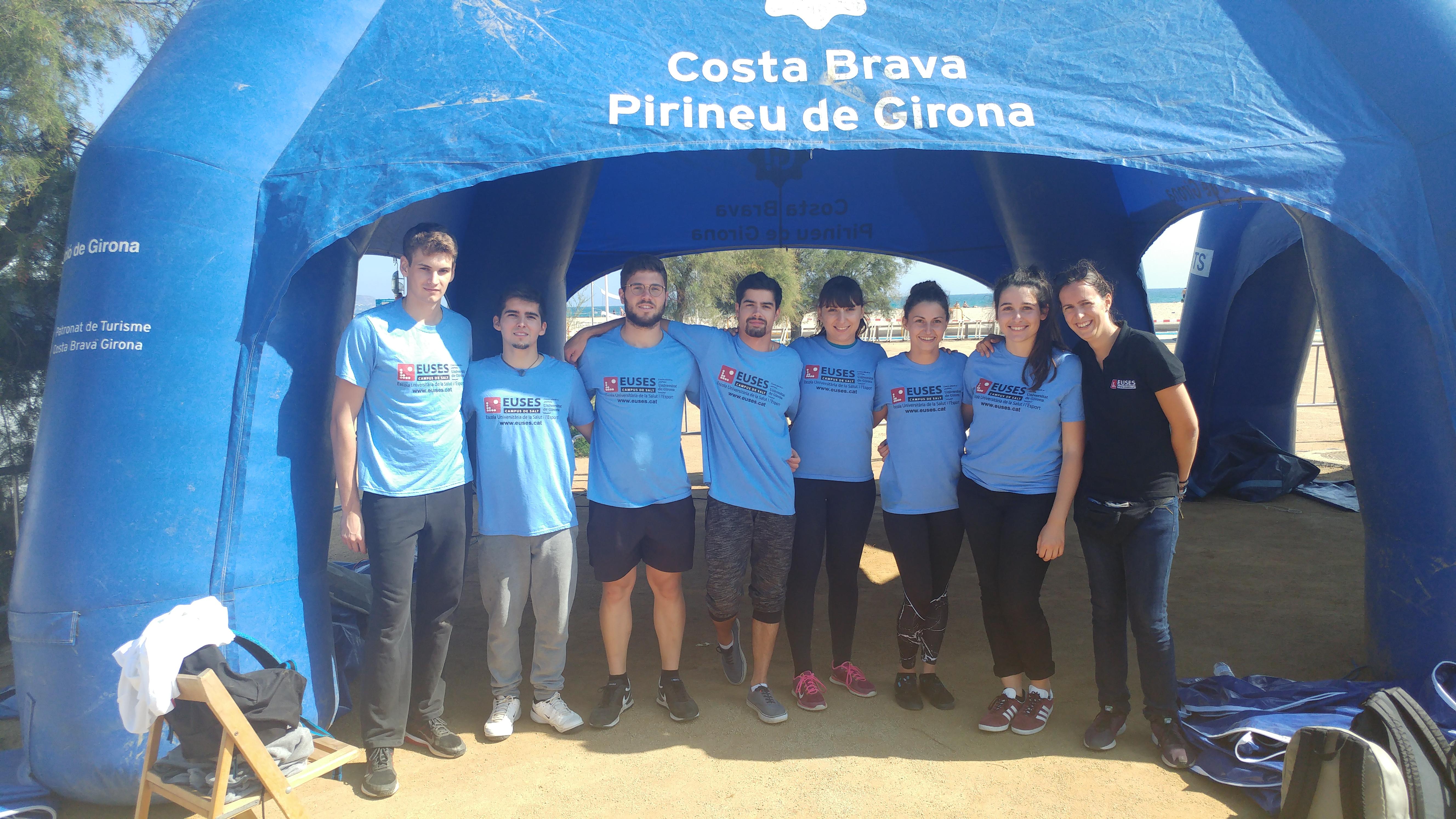 Estudiants del Grau en Fisioteràpia d'EUSES recuperen els participants de la Triatló Sprint&Olímpic d'Empuriabrava