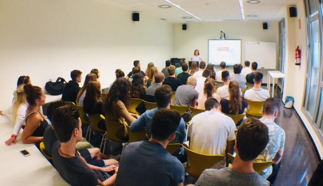 Els alumnes dels graus en CAFE i en Fisioteràpia d'EUSES-TE visiten el Centre de Recursos per a l'Aprenentatge i la Investigació (CRAI) del Campus Terres de l'Ebre de la URV
