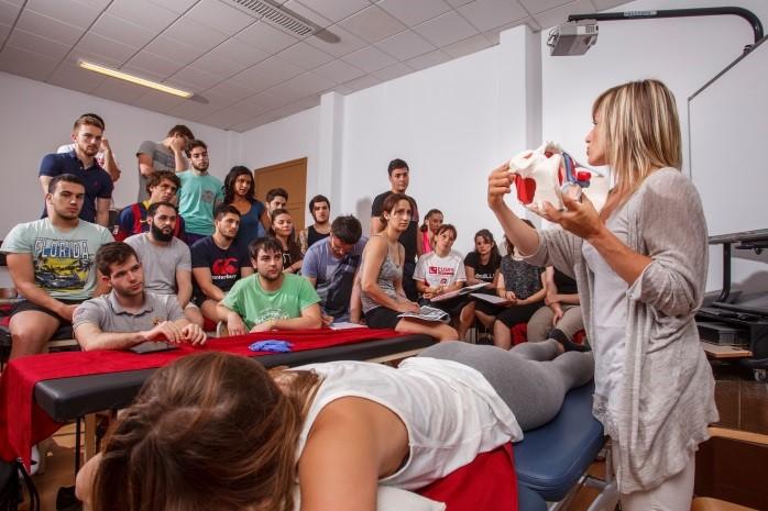 El pla d'estudis del Grau en Fisioteràpia d'EUSES-URV combina assignatures de la fisioteràpia, la medicina, la salut i l'esport, adaptant-se al mercat laboral actual