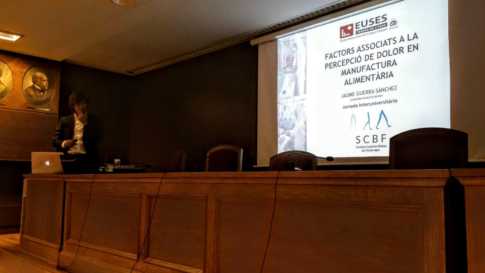 El fisioterapeuta graduat per EUSES Terres de l'Ebre Jaume Guerra presenta el seu treball de final de grau en la Jornada Interuniversitària de laSocietat Catalano-Balear
