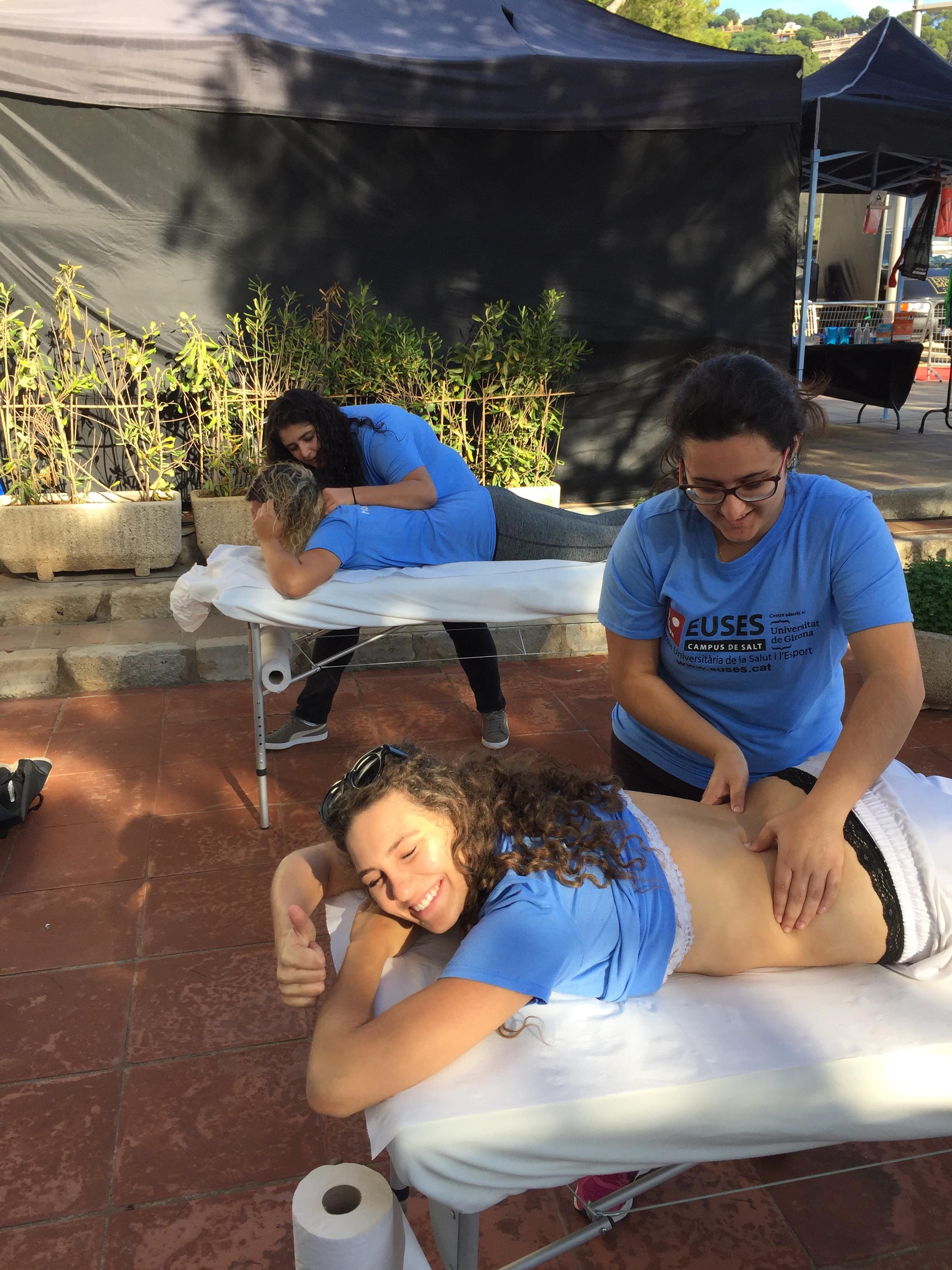 Estudiants del Grau en Fisioteràpia d'EUSES recuperen els esportistes del triatló de Palafrugell