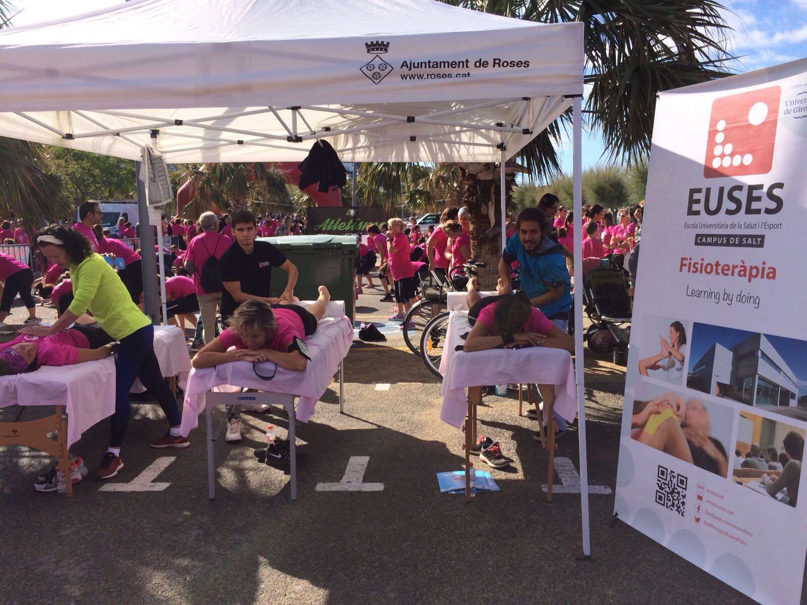 Estudiants del grau en Fisioteràpia d'EUSES recuperen les participants de la Cursa de la Dona de Figueres