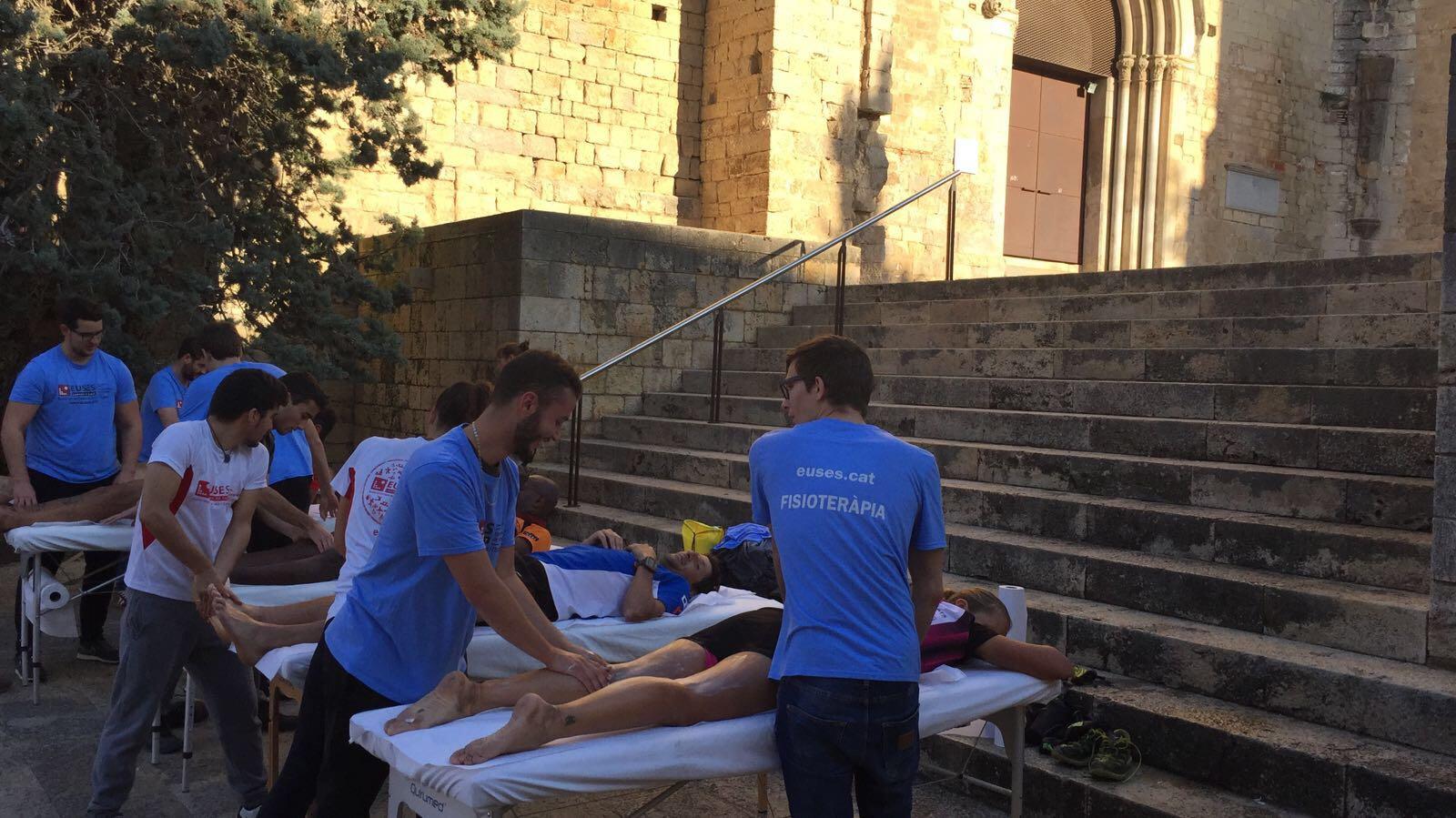 Estudiants del Grau en Fisioteràpia d'EUSES recuperen els participants de la Cursa de Muntanya de Girona